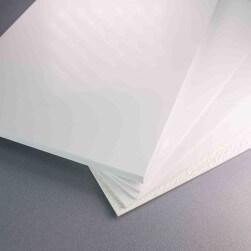 Plaque PVC blanche 10 mm mate pour rénover vos murs irréguliers