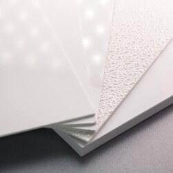 Plaque PVC blanche 2 mm satinée pour rénover vos murs