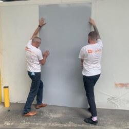 Plaque PVC gris clair 2 mm satinée pour rénover vos murs