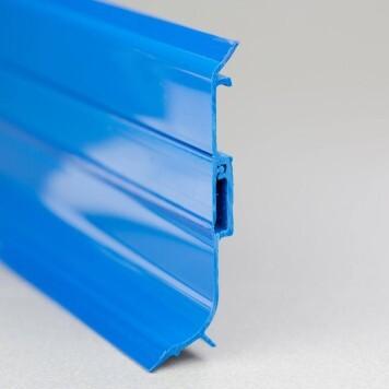 Plinthe PVC bleue à lèvres souples vue section