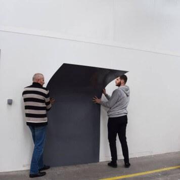 Plaque PVC grise 3 mm rigide et brillante pour rénover vos murs