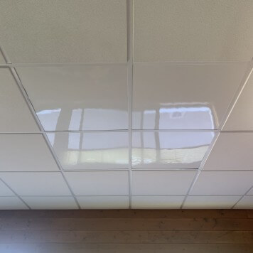 Dalle faux plafond 600 X 600 blanche 5 mm brillante lavable