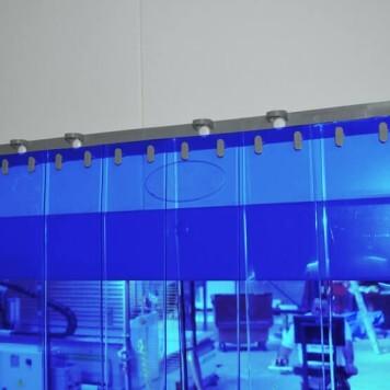 Rideau standard bleu transparent recouvrement 100%