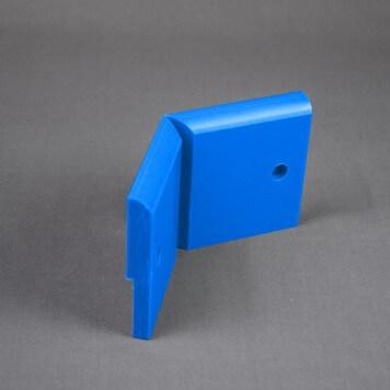 Angle Interne pour Plinthe Polyéthylène Bleue avec découpe pour U de sol