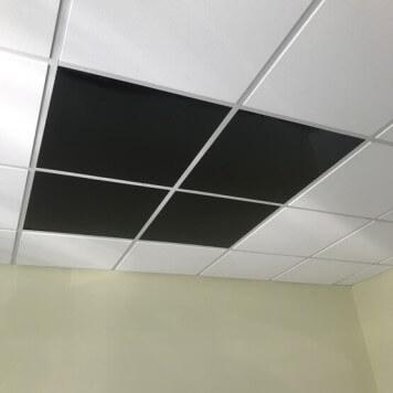 Dalle de faux plafond noire en situation