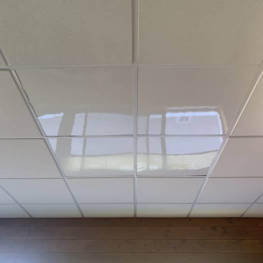 Dalle faux plafond 600 X 600 blanche 3 mm brillante lavable