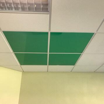 Dalle de faux plafond verte en situation