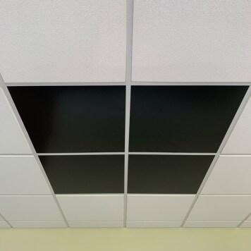 Dalle de faux plafond noire satine  en situation