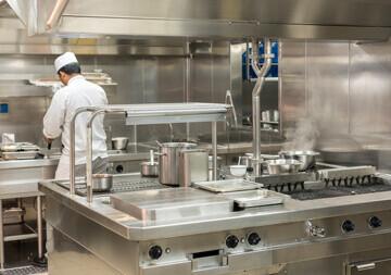 vue d'une cuisine professionnelle en inox imputrescible