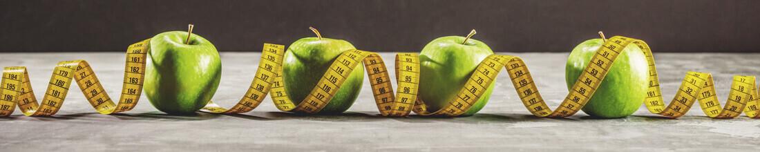 Pommes entourées d'un mètre ruban