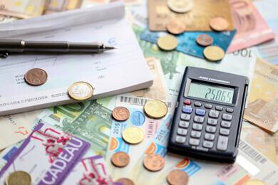 Moyens de paiement : chéquier, pièces et tickets restaurants